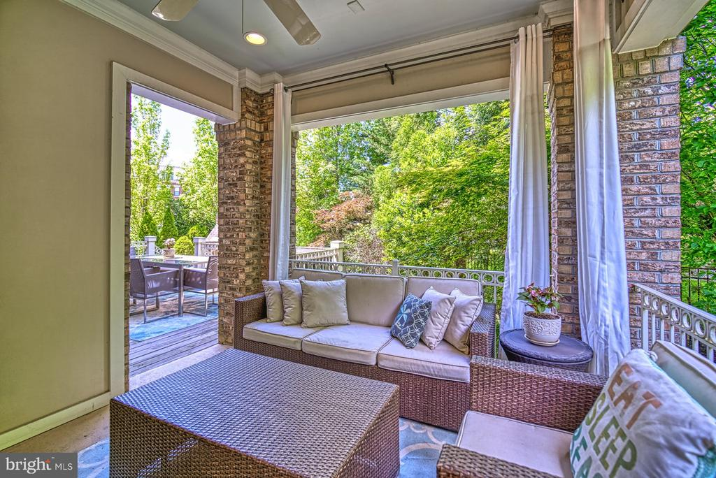 Feels Like You are on Vacation - 42416 RINGNECK PL, BRAMBLETON