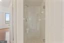 Glass enclosed shower - 1201 N GARFIELD ST #516, ARLINGTON