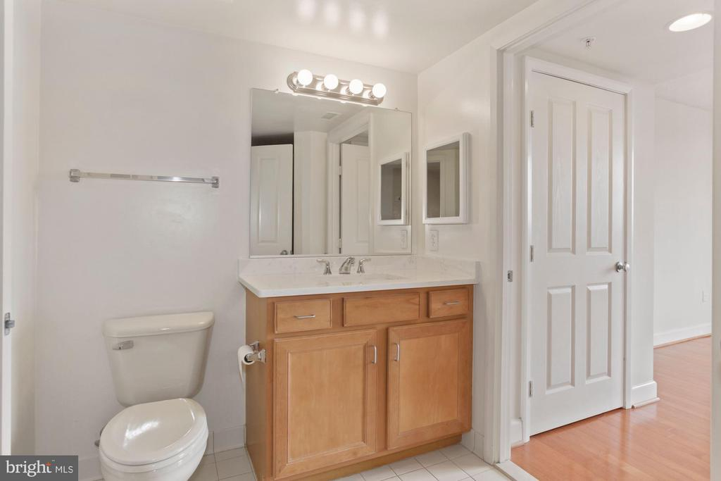 Full Bath - 1201 N GARFIELD ST #516, ARLINGTON