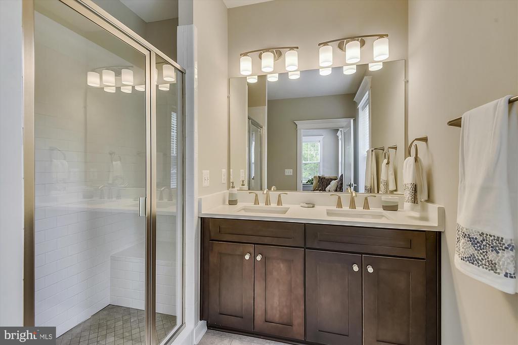 Bathroom on main level - 3122 BARKLEY DR, FAIRFAX