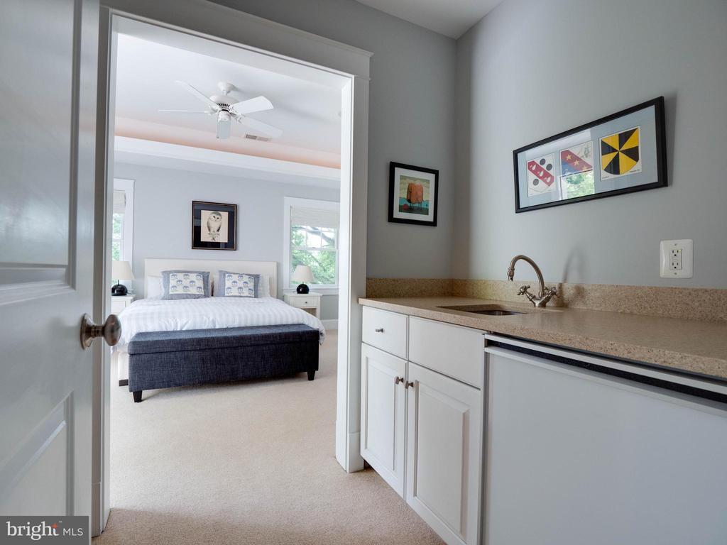 Coffee/wet bar with frig off Primary Bedroom - 4651 35TH ST N, ARLINGTON