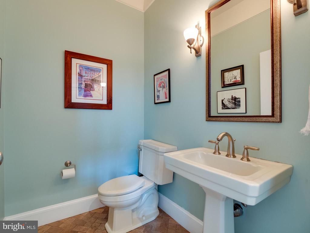 Main level powder room - 4651 35TH ST N, ARLINGTON