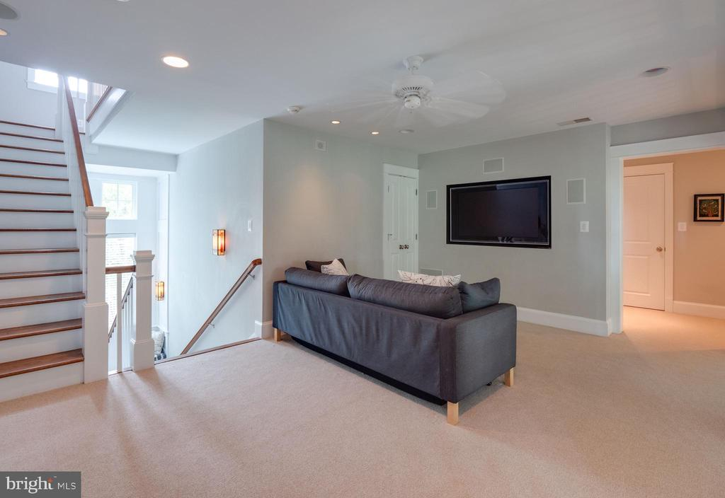 Another view of the upper level family room - 4651 35TH ST N, ARLINGTON