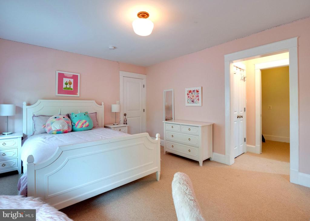 Upper level bedroom - 4651 35TH ST N, ARLINGTON