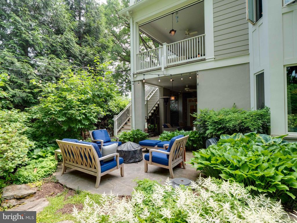 View of the rear patio and porches - 4651 35TH ST N, ARLINGTON