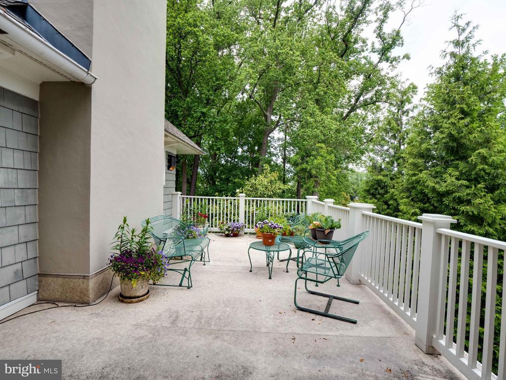Upper level porch - 4651 35TH ST N, ARLINGTON