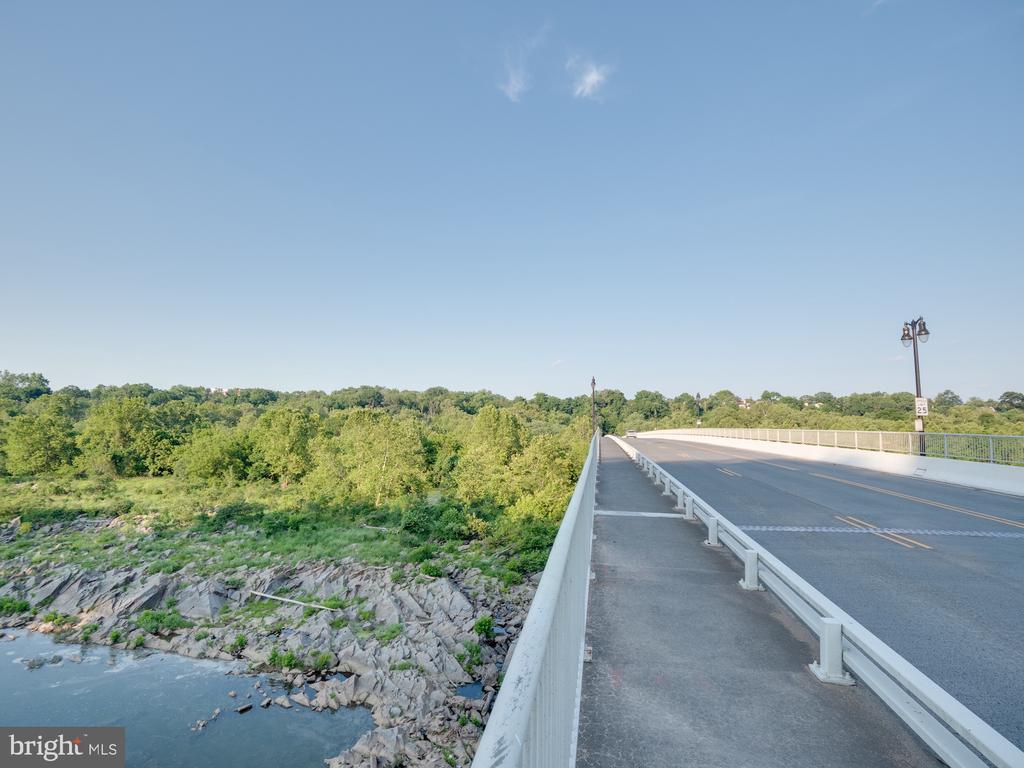 4651 i sminutes from Chain Bridge - 4651 35TH ST N, ARLINGTON