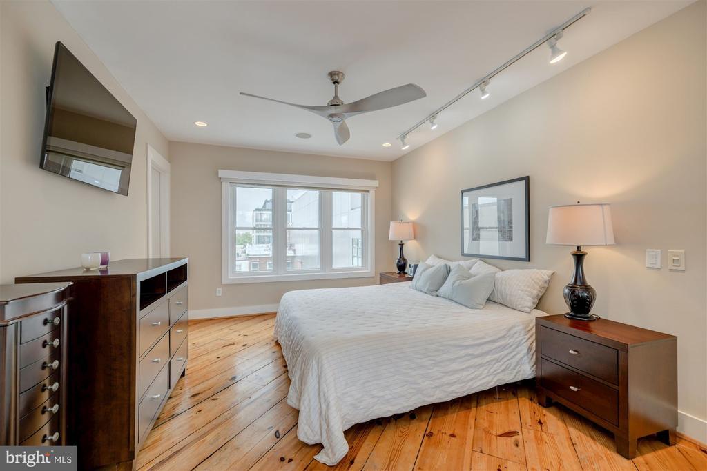 Owner's Bedroom - 1737 JOHNSON AVE NW #D, WASHINGTON
