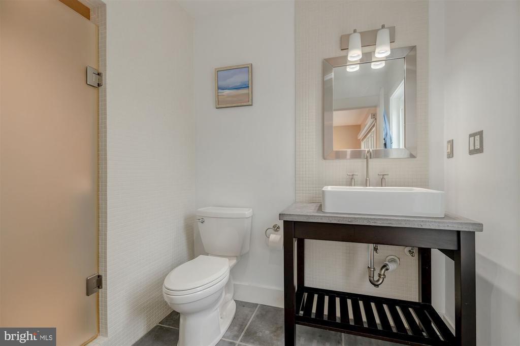 En-Suite Bathroom - 1737 JOHNSON AVE NW #D, WASHINGTON