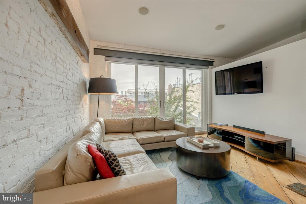 Sun-Drenched Living Room - 1737 JOHNSON AVE NW #D, WASHINGTON