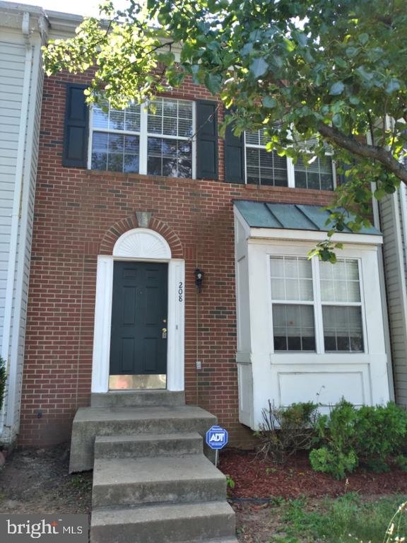 Front View with Bay Window! - 208 ROVER CT, STAFFORD