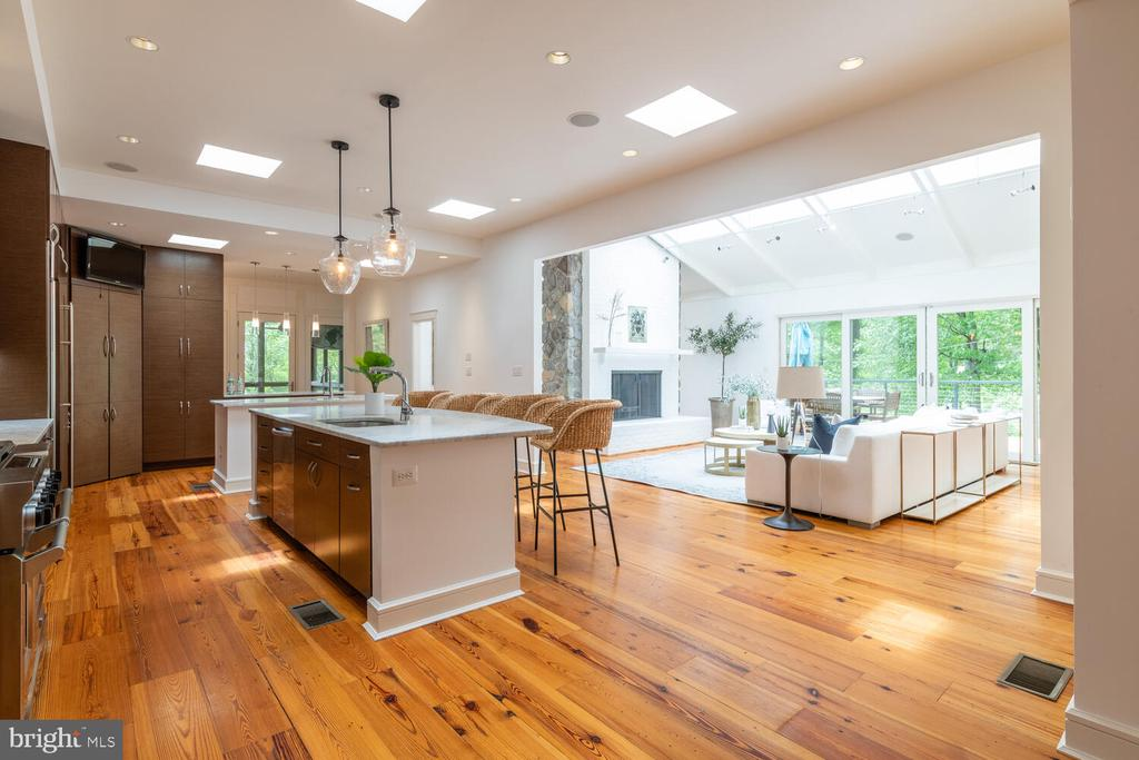 Kitchen area is flooded with natural light - 5075 POLK AVE, ALEXANDRIA