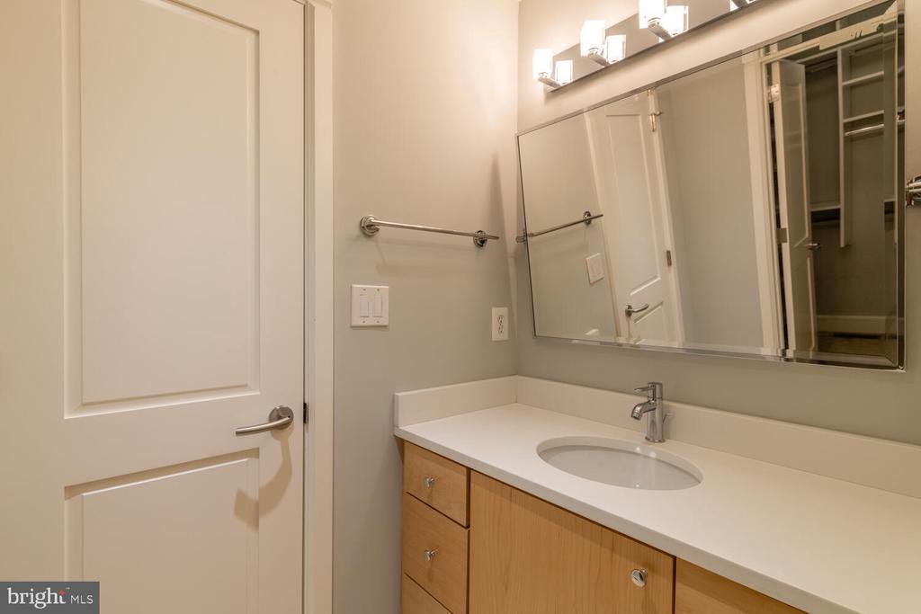 Upper level shared bath - 5075 POLK AVE, ALEXANDRIA