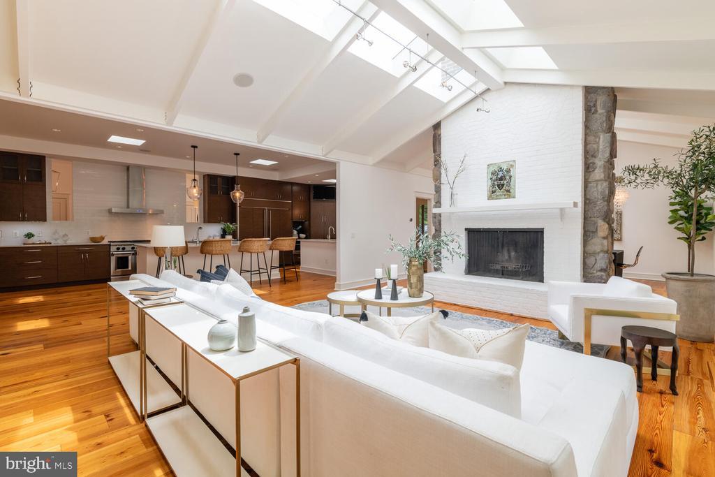 Floor to ceiling brick fireplace - 5075 POLK AVE, ALEXANDRIA