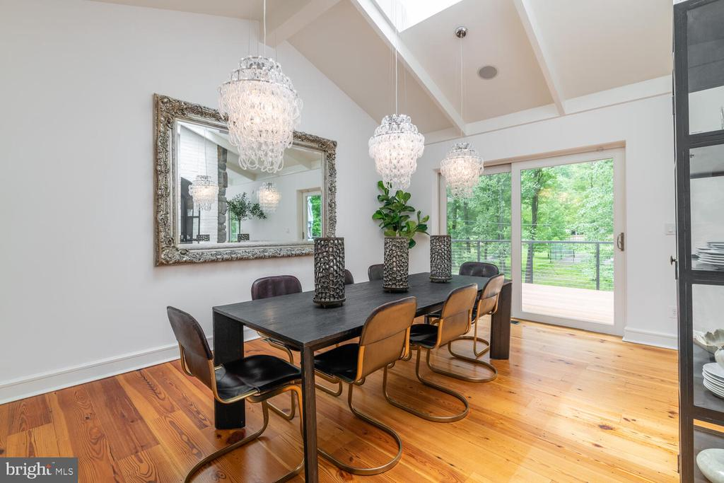 Dining Room with waterfall chandeliers - 5075 POLK AVE, ALEXANDRIA