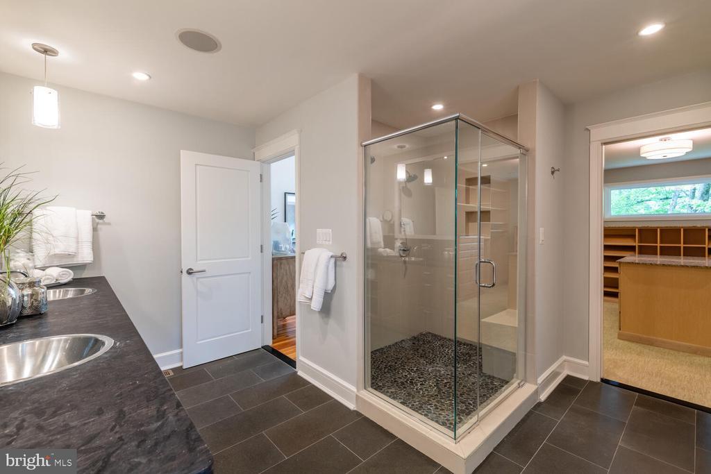 Primary bathroom with open shower - 5075 POLK AVE, ALEXANDRIA