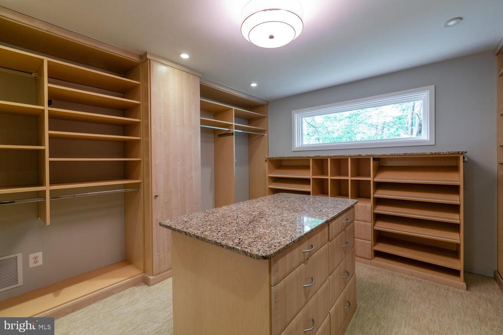 Primary bedroom closet #1 - 5075 POLK AVE, ALEXANDRIA
