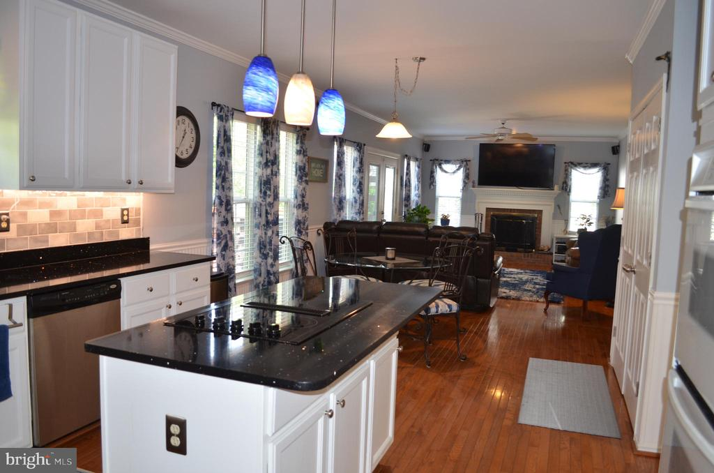 Hardwood throughout home! - 6304 SPRING FOREST RD, FREDERICK