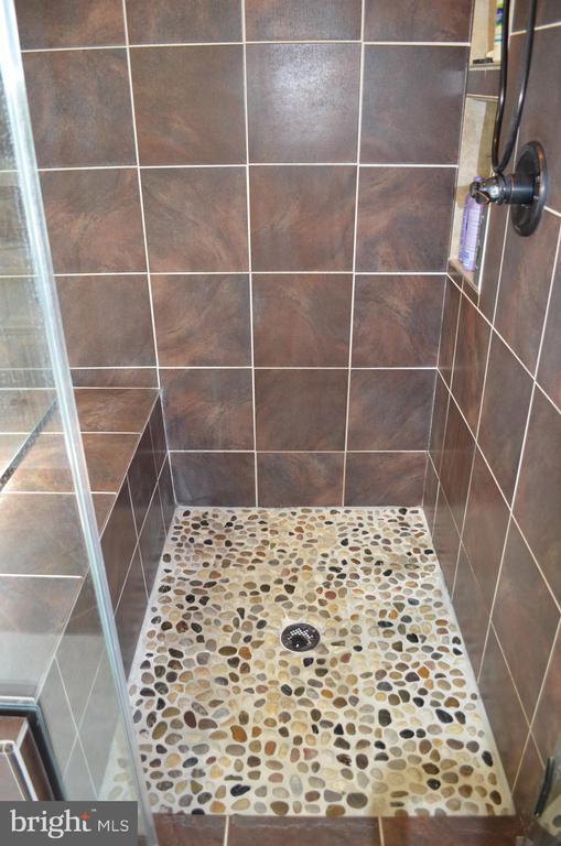 Updated shower! - 6304 SPRING FOREST RD, FREDERICK