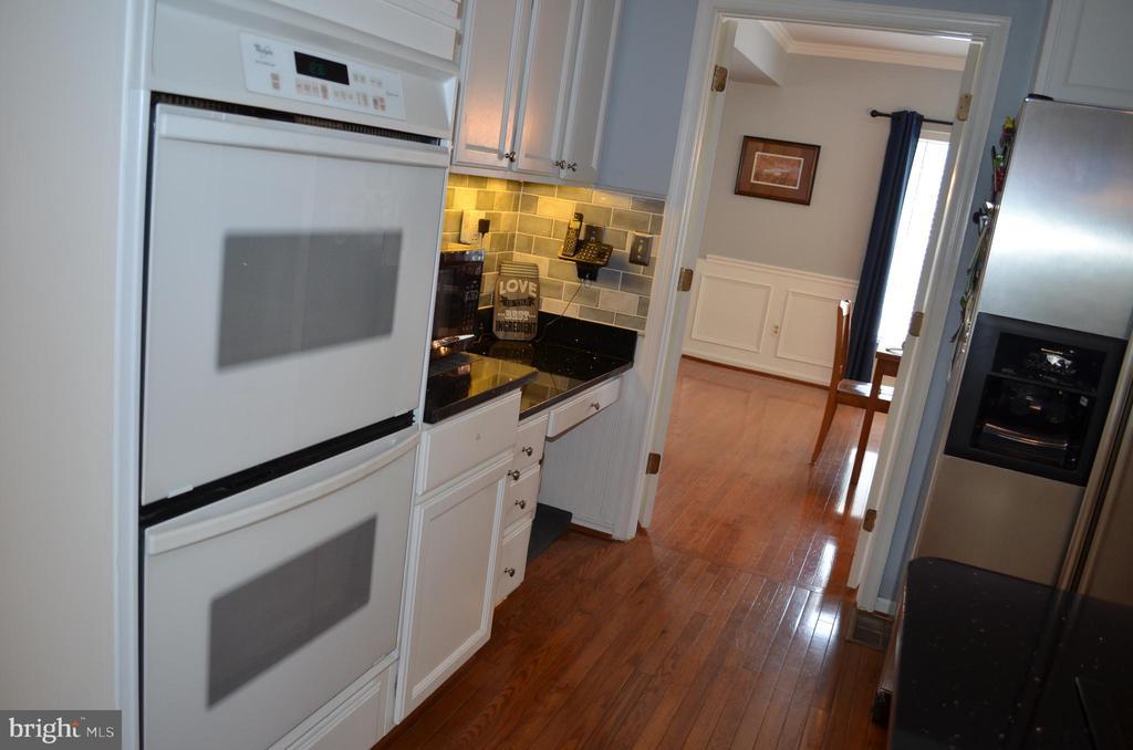 Double-ovens! Built-in desk - 6304 SPRING FOREST RD, FREDERICK