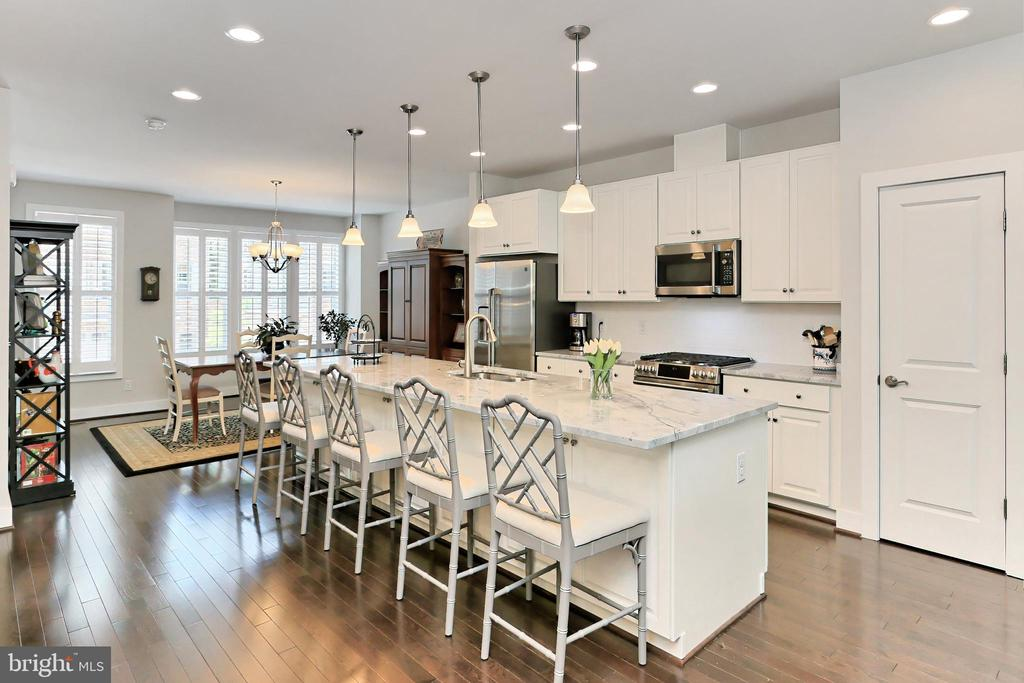 Start your tour with a WOW bright open floor plan - 9552 KATELYN ZINN PL, BURKE