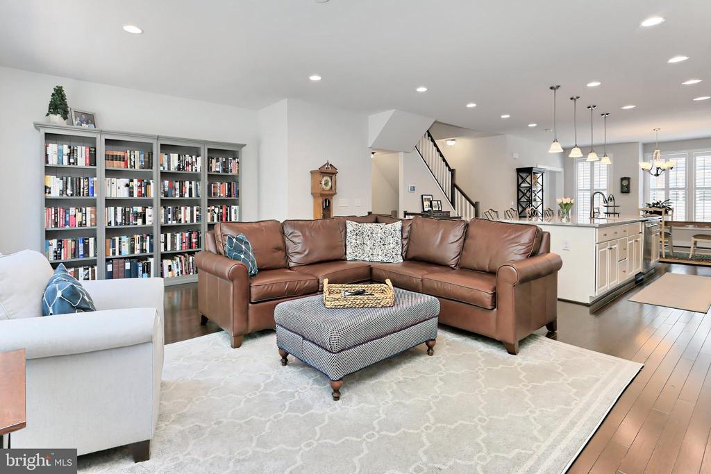 Living room perfect for relaxing or entertaining - 9552 KATELYN ZINN PL, BURKE