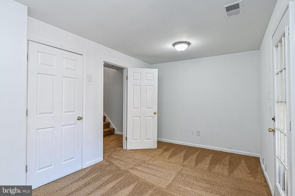 Finished lower level with powder room - 3020 KINGS VILLAGE RD, ALEXANDRIA