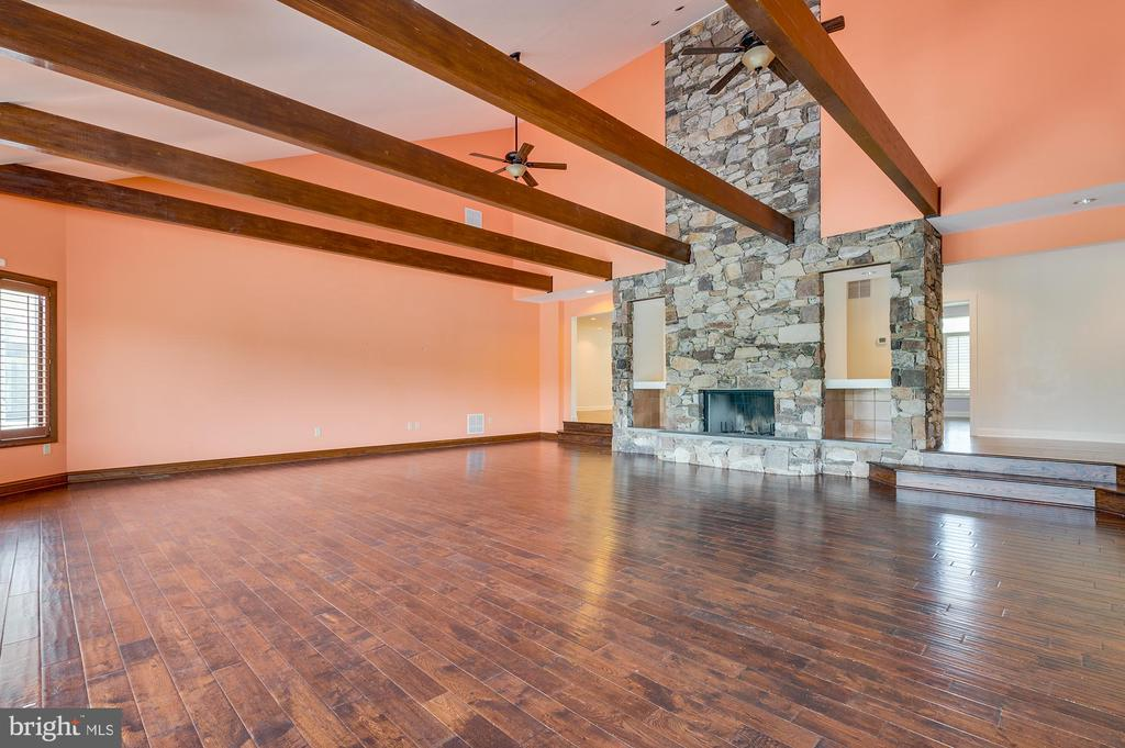 Great Room w/ stone fireplace - 8250 OLD COLUMBIA RD, FULTON