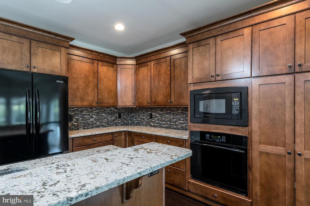 In Law Suite Brand New Kitchen - 8250 OLD COLUMBIA RD, FULTON