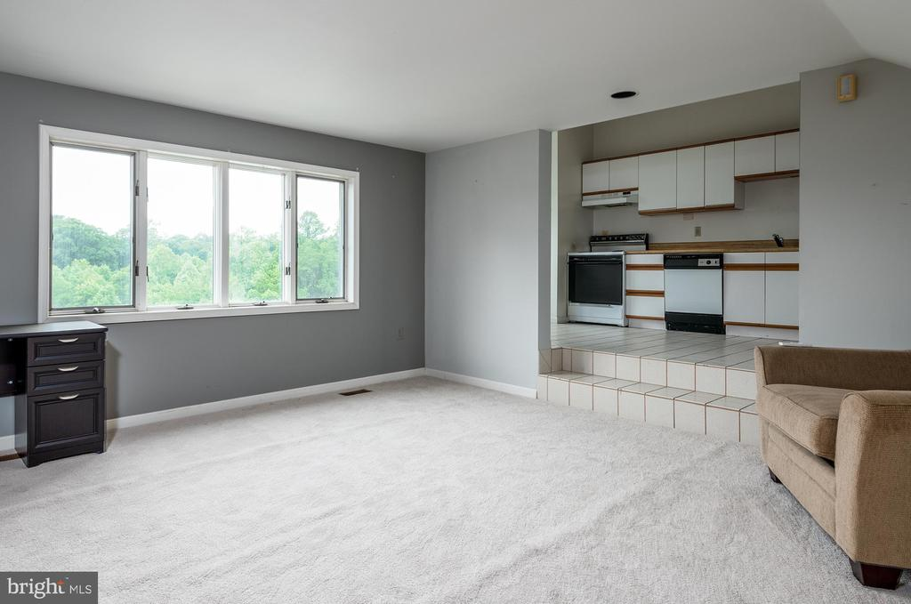 apartment with full kitchen - 8250 OLD COLUMBIA RD, FULTON