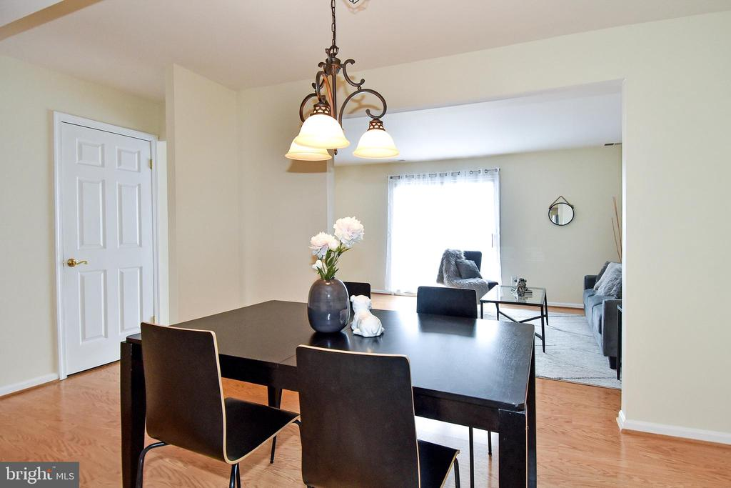 A lovely place to gather w/ family  at meal time. - 6463 FENESTRA CT #50C, BURKE