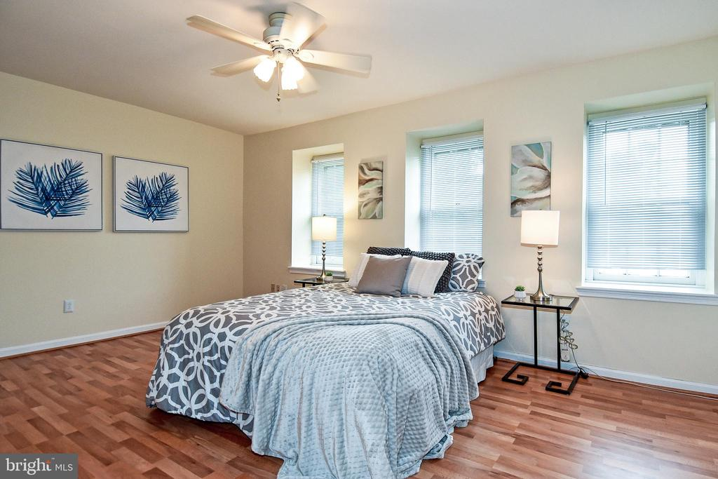 The master bedroom is gorgeous and spacious! - 6463 FENESTRA CT #50C, BURKE