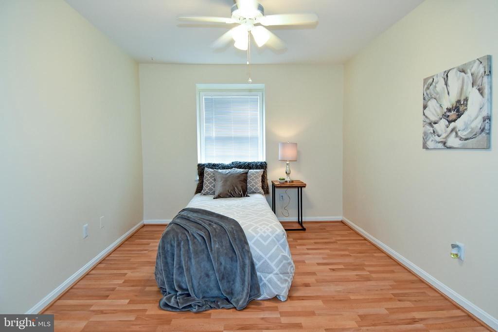 Bedroom 2 , cozy and quaint. - 6463 FENESTRA CT #50C, BURKE