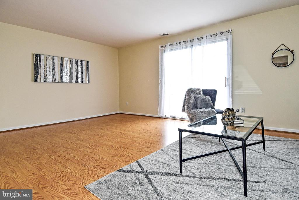 Extra FR space for an office/play room/tv stand. - 6463 FENESTRA CT #50C, BURKE