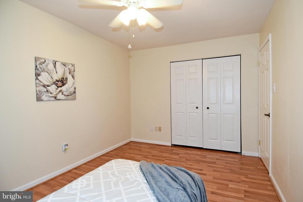 Each bedroom has a ceiling fan! - 6463 FENESTRA CT #50C, BURKE