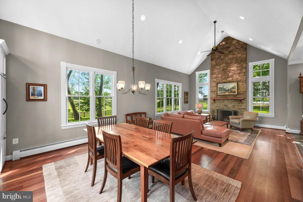 Great room with vaulted ceilings - 12645 OLD FREDERICK RD, SYKESVILLE