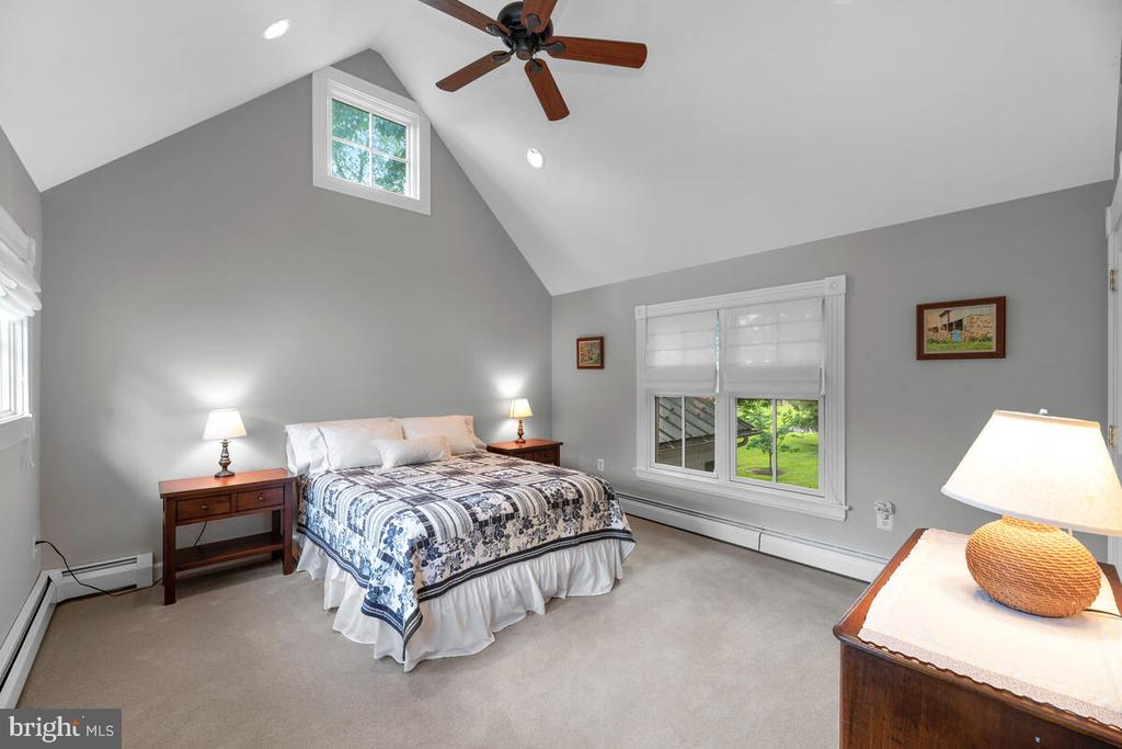 Bedroom #4 with vaulted ceilings - 12645 OLD FREDERICK RD, SYKESVILLE