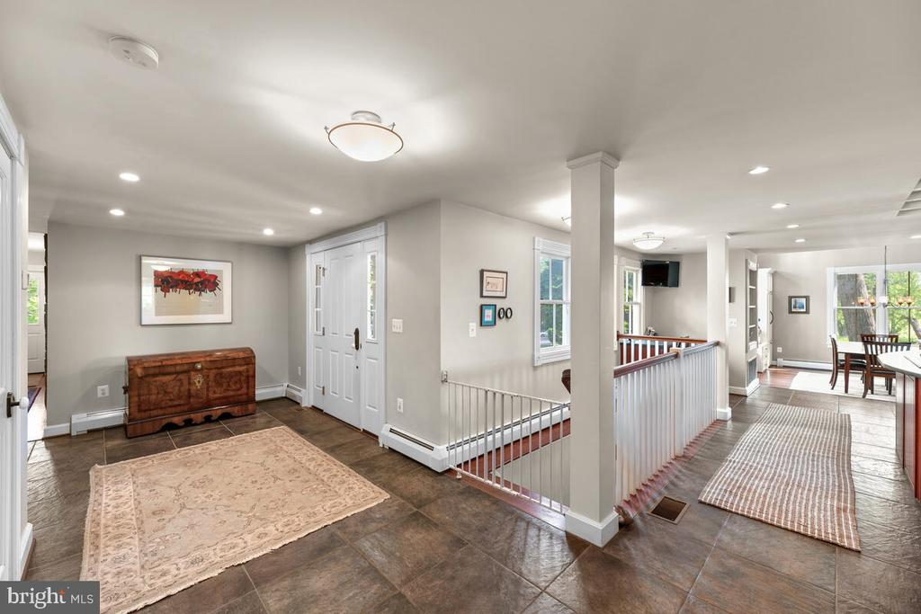Spacious foyer and entry - 12645 OLD FREDERICK RD, SYKESVILLE