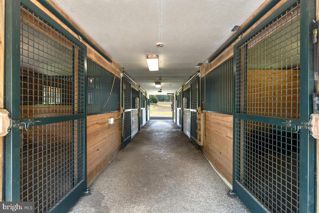 6 stalls plus a wash stall hot/cold & tack room - 12645 OLD FREDERICK RD, SYKESVILLE