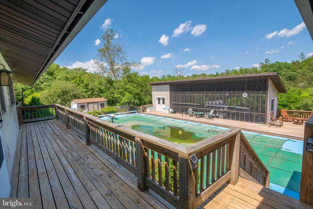 Backview of the Deck & Pool - 721 BATTLEFIELD BLUFF DR, NEW MARKET
