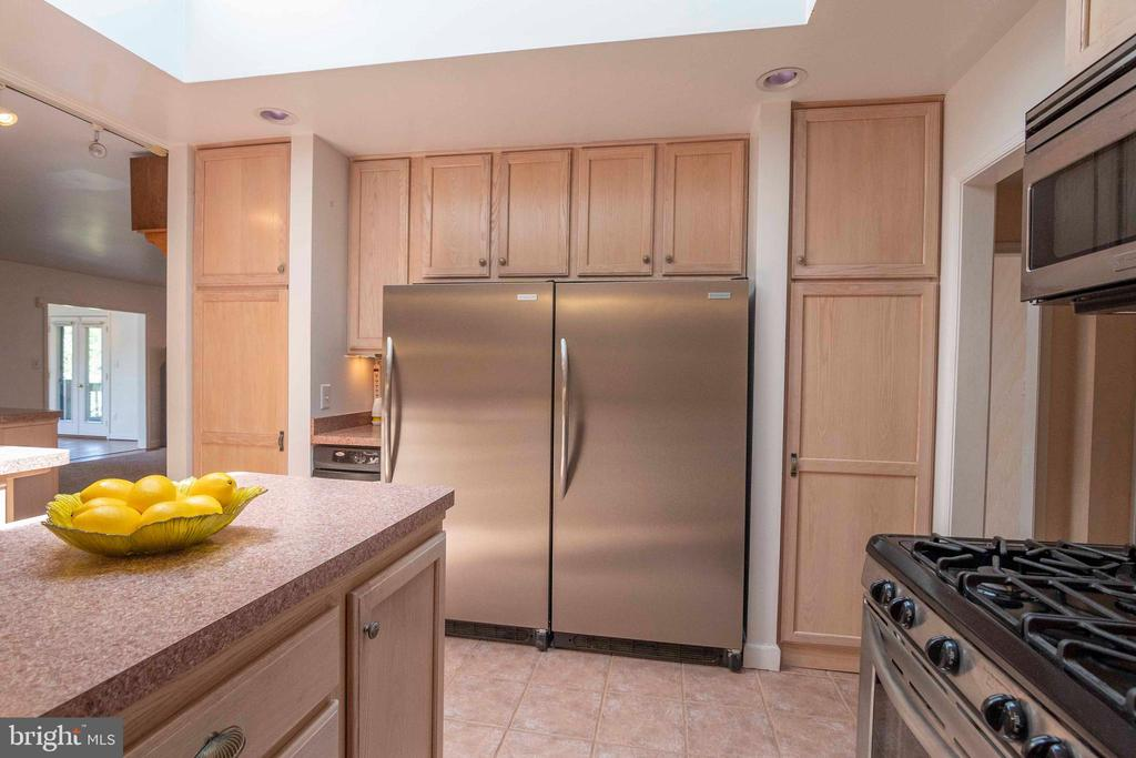 Kitchen  w/2 Commerical grade Refrigerators - 721 BATTLEFIELD BLUFF DR, NEW MARKET