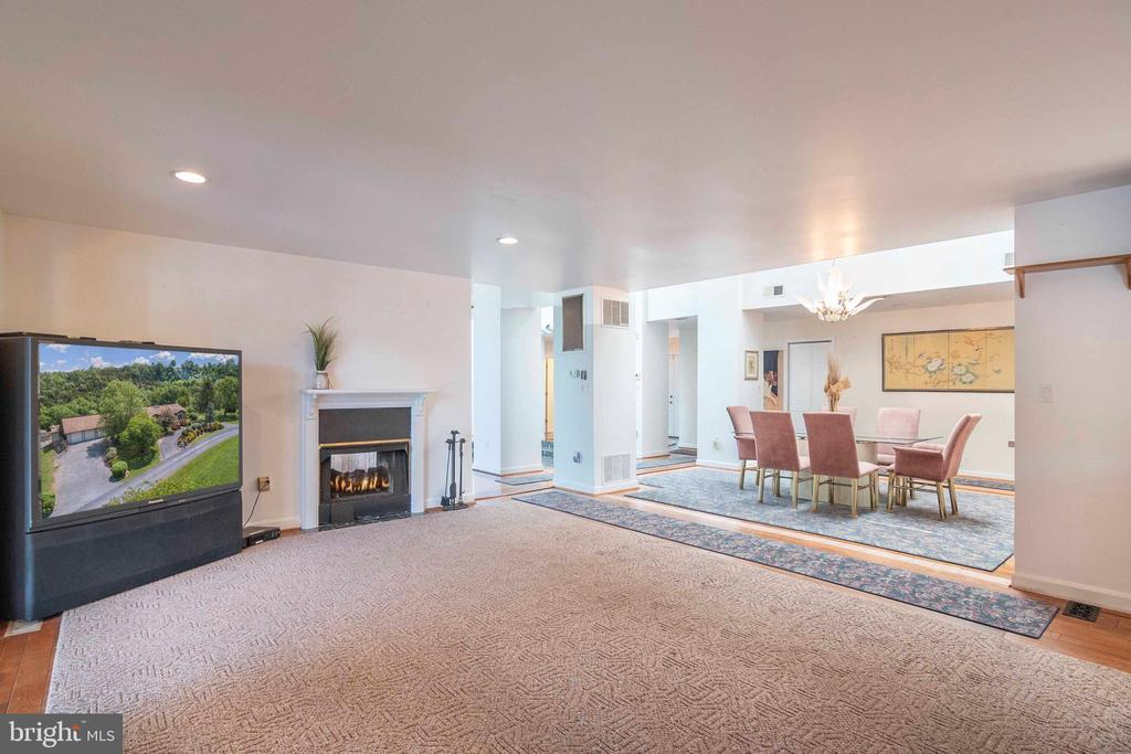 Family Room off of Kitchen area - 721 BATTLEFIELD BLUFF DR, NEW MARKET