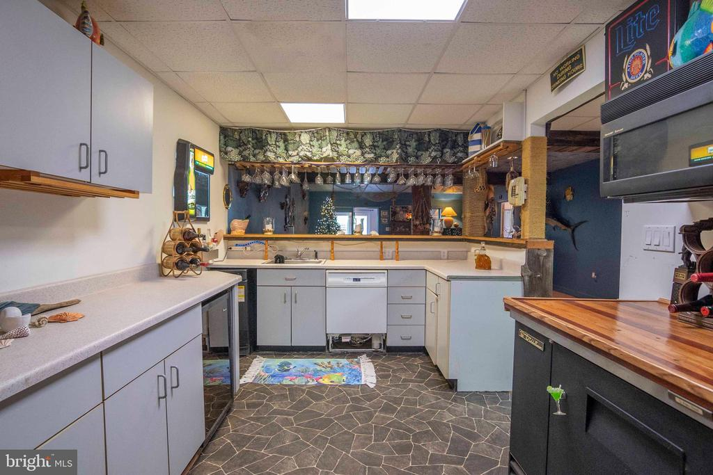 Lower level Kitchen/ Bar area - 721 BATTLEFIELD BLUFF DR, NEW MARKET