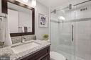 Modern bathroom - 4600 S FOUR MILE RUN DR #1007, ARLINGTON