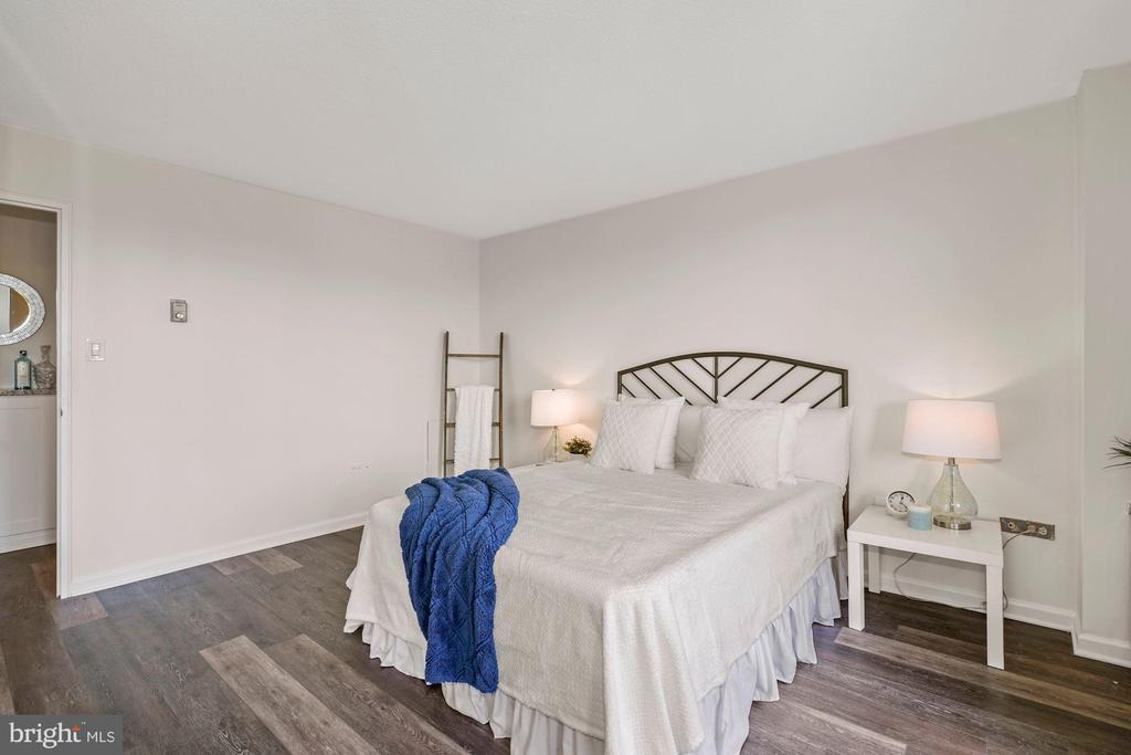 Bedroom - 4600 S FOUR MILE RUN DR #1007, ARLINGTON