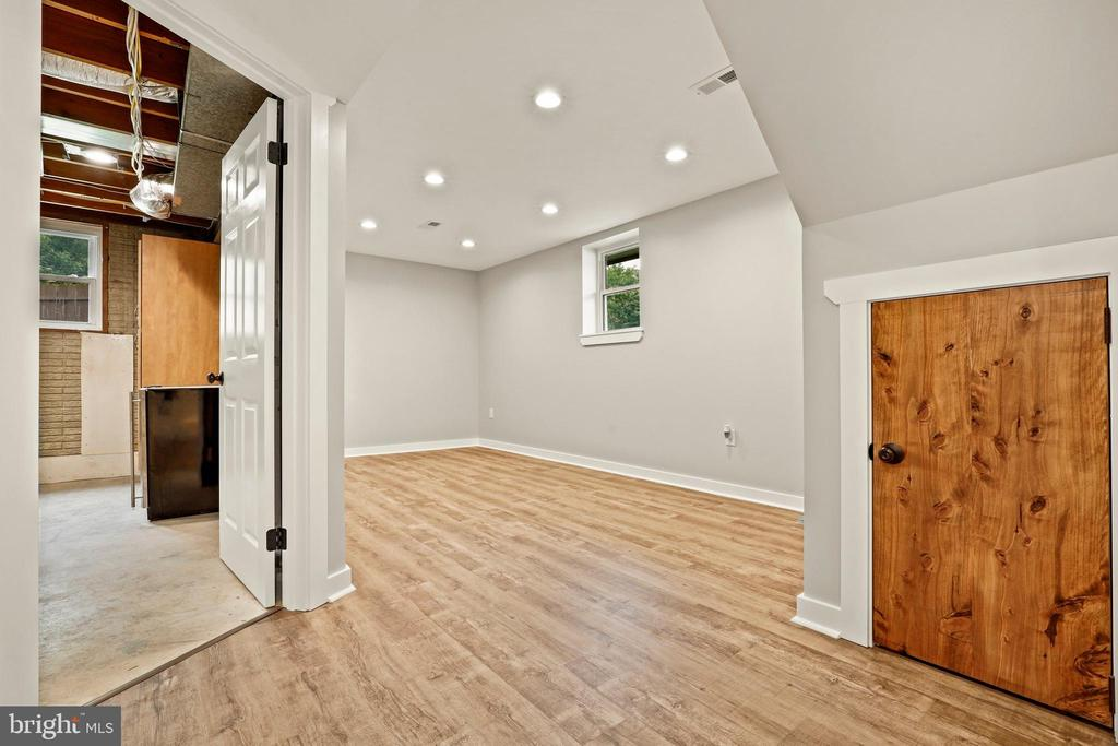 Make this lower level space your own! - 23 MEADOW LN, THURMONT