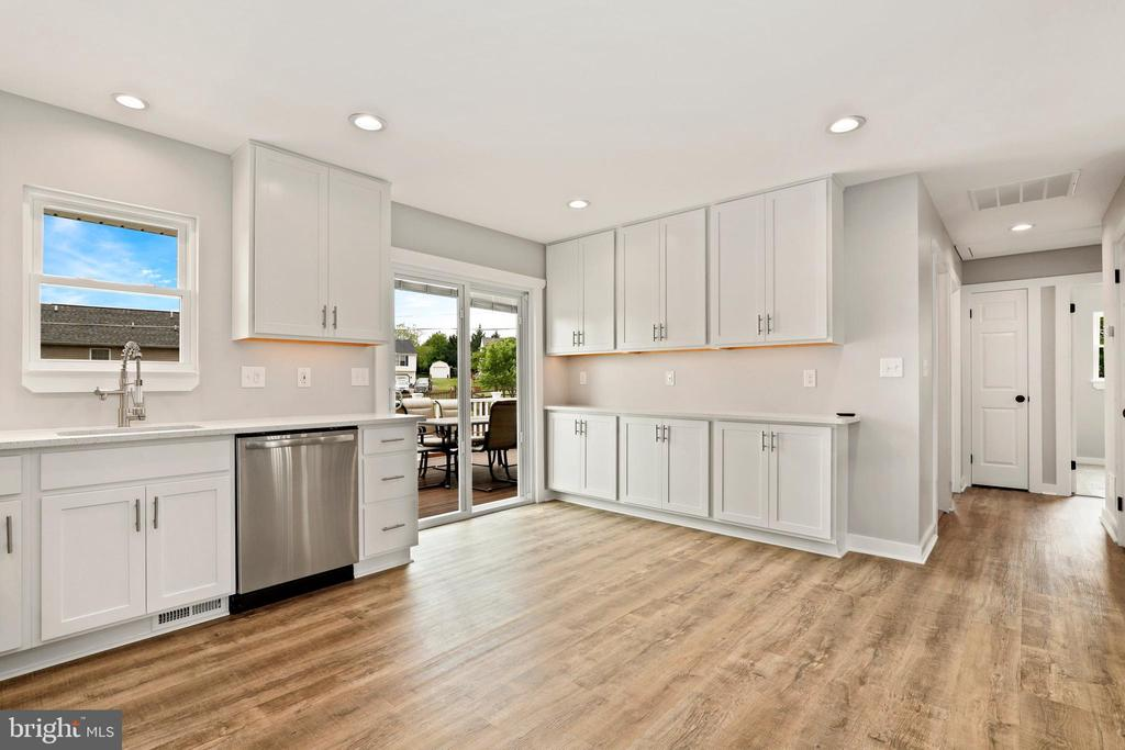 Love all this open space and storage! - 23 MEADOW LN, THURMONT