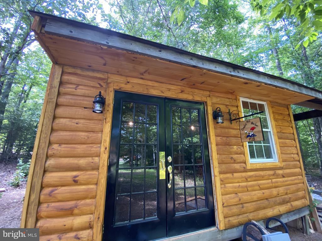Cedar Sided Pub with French Doors! - 23039 RAPIDAN FARMS DR, LIGNUM