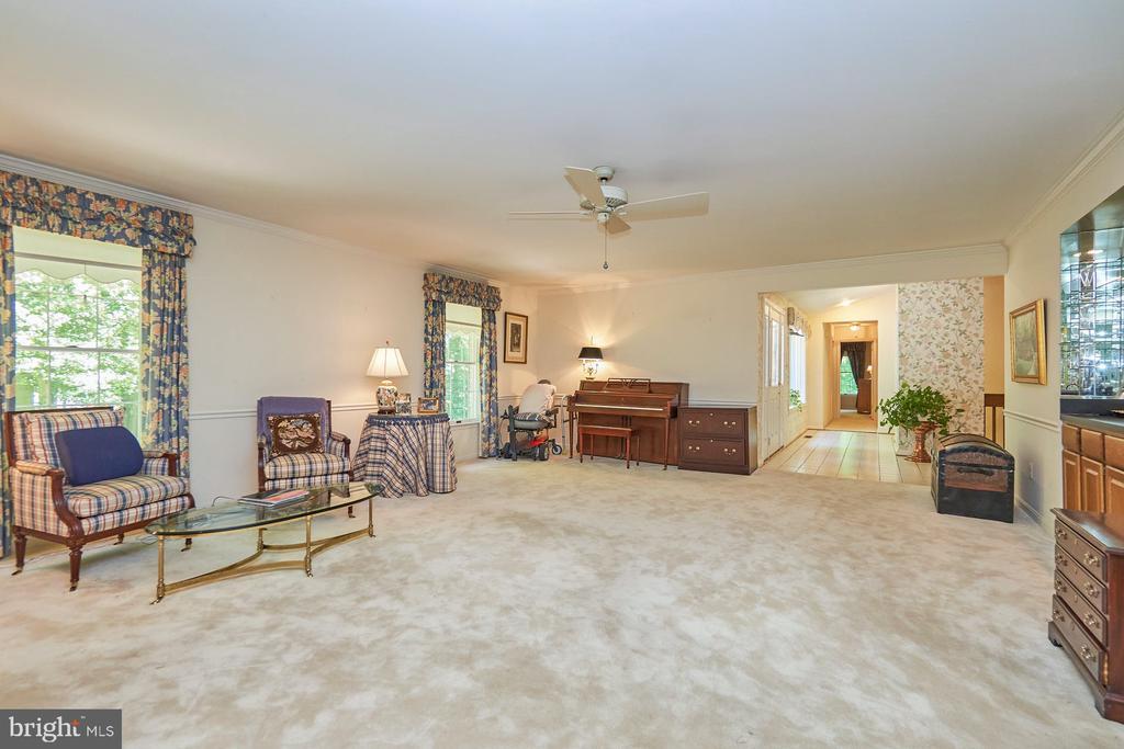 Newer carpet - 10824 HENDERSON RD, FAIRFAX STATION