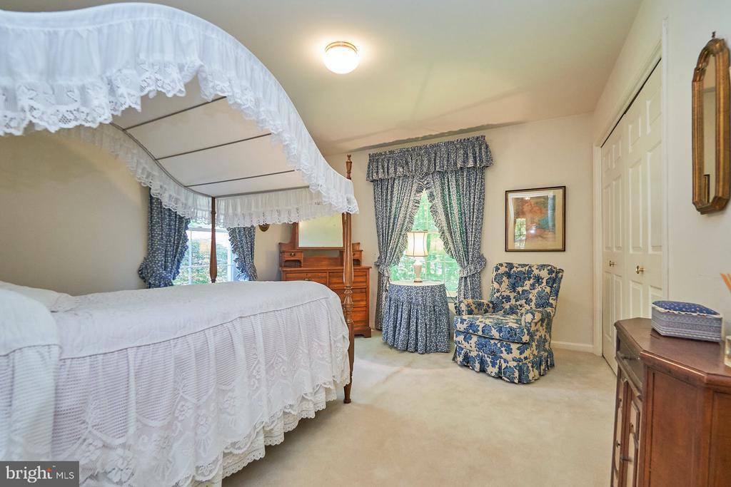 Secondary bedrooms - 10824 HENDERSON RD, FAIRFAX STATION